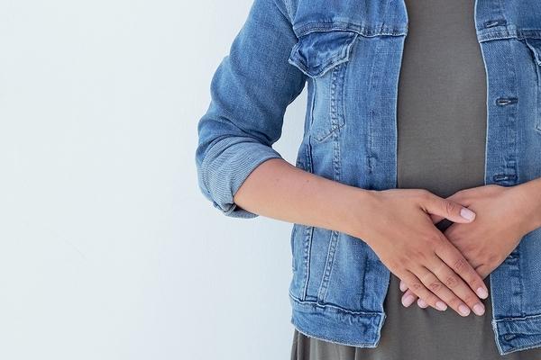 つらい坐骨神経痛。腰部脊柱管狭窄症や腰椎椎間板ヘルニアとの関係性
