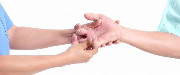 ばね指とは?症状と原因